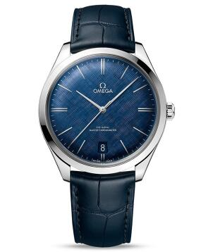 Omega De Ville with blue dial will make the wearers more gentle.